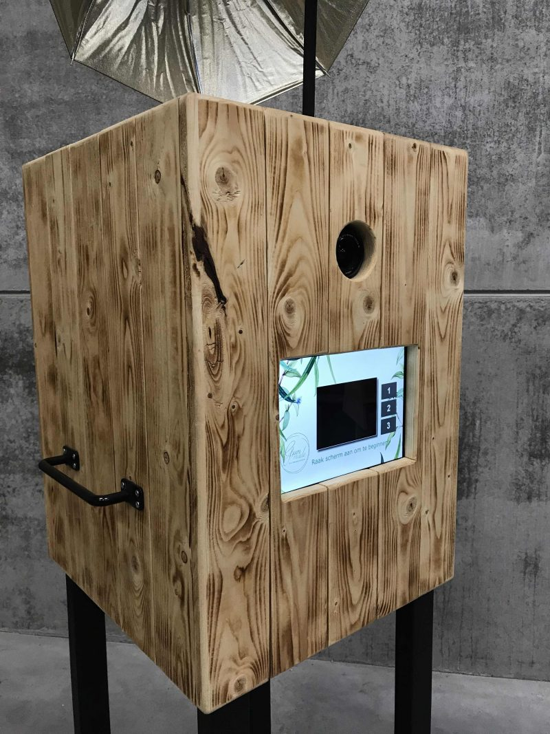 Cube photo booth